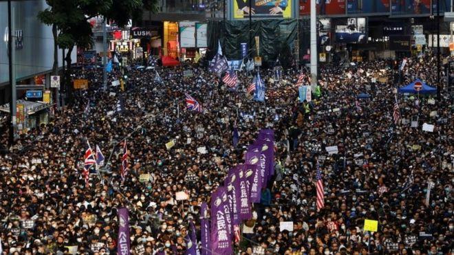 Reuters Image caption デモの主催者は、8日の大規模な反政府デモに約80万人(主催者発表)が参加したとしている